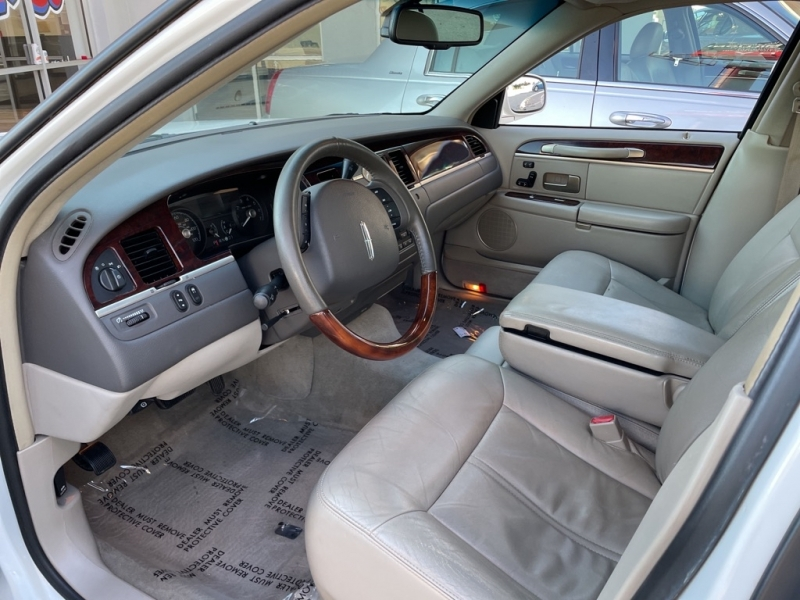 LINCOLN TOWN CAR 2008 price $1,400