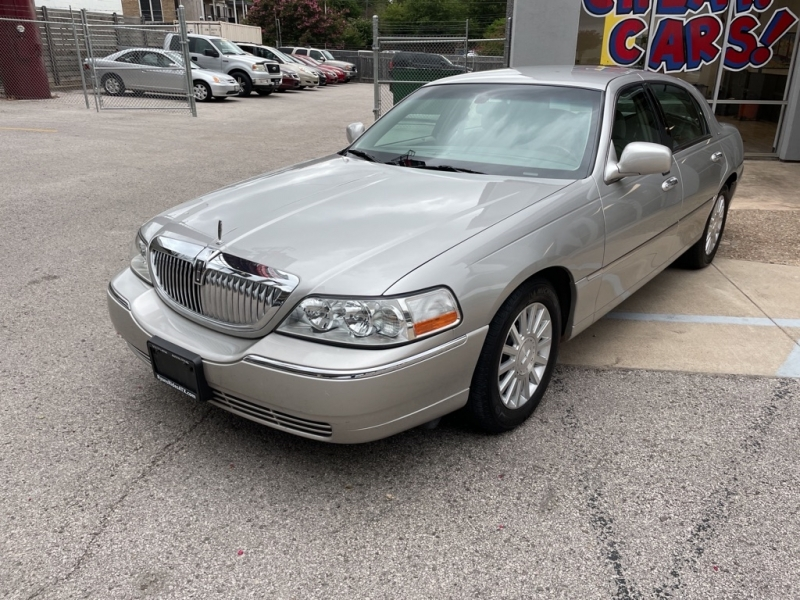 LINCOLN TOWN CAR 2004 price $2,500