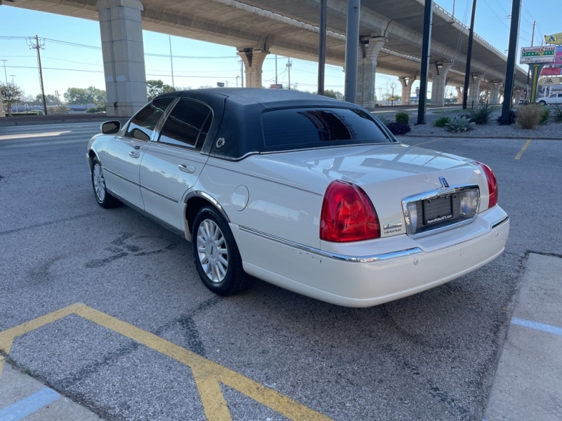 LINCOLN TOWN CAR 2005 price $1,000