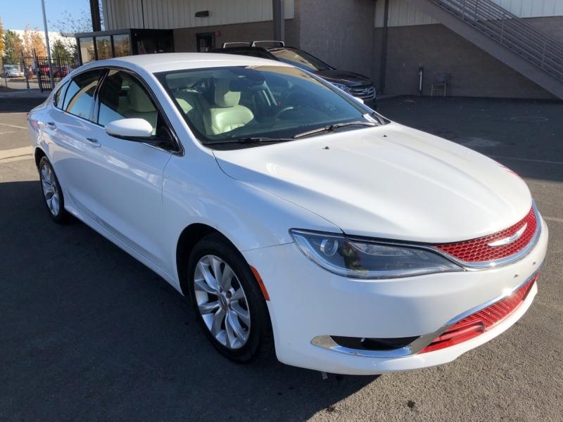 Chrysler 200 2015 price $15,887