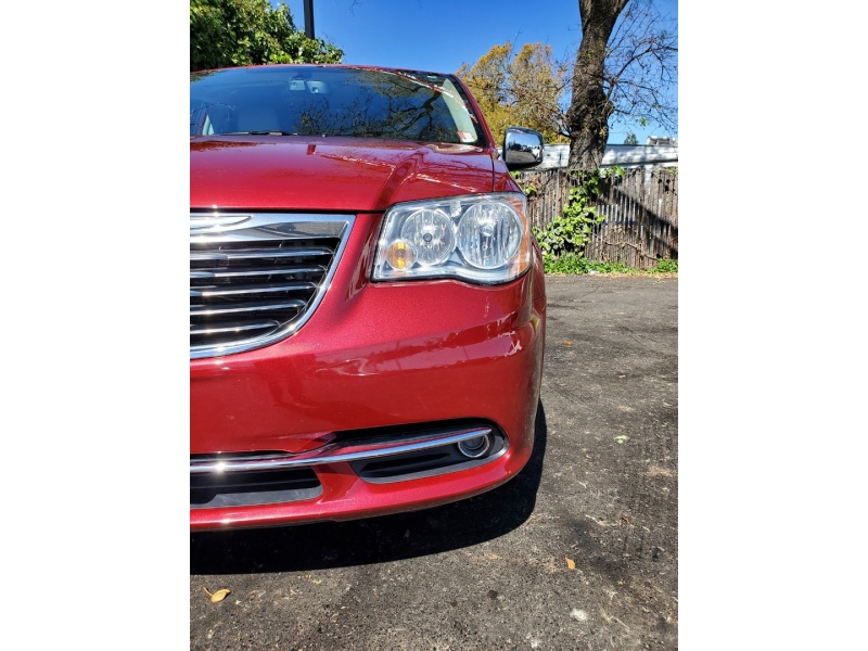 Chrysler Town & Country 2012 price $12,888