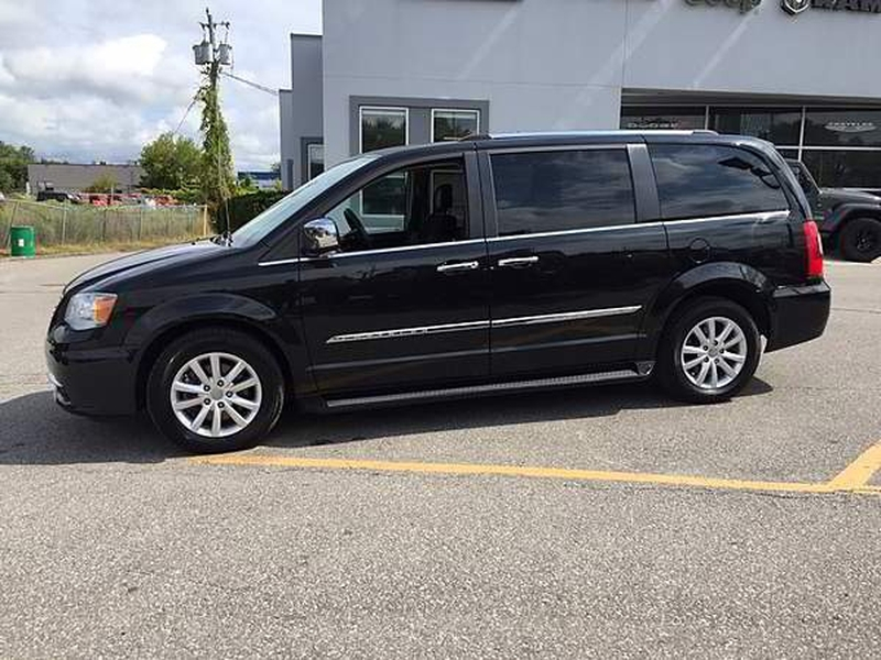 Chrysler Town & Country 2016 price $15,009