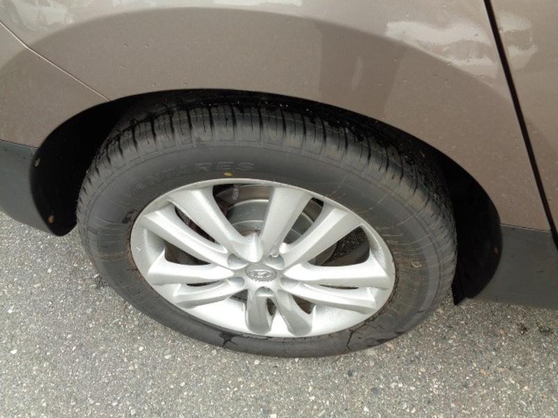 Hyundai Tucson 2011 price $11,980