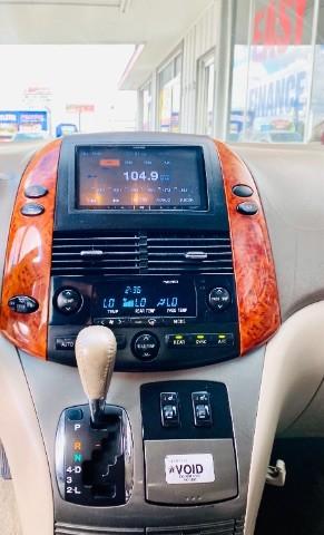Toyota Sienna 2008 price $9,900