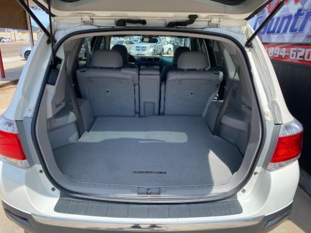 Toyota Highlander 2012 price $18,200
