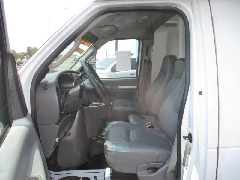 Ford Econoline Cutaway 2006 price $9,995