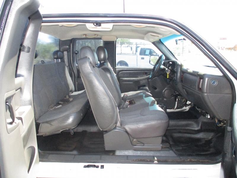 Chevrolet Silverado 2500HD 2005 price $7,995