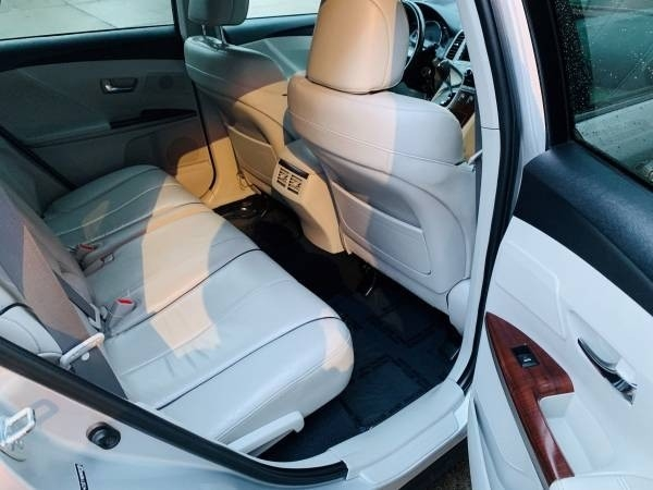 Toyota Venza 2009 price $8,900