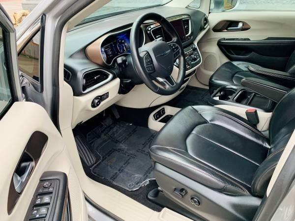 Chrysler Pacifica 2017 price $24,900