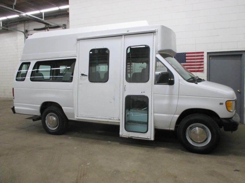 Ford Econoline Cargo Van 2000 price $6,950