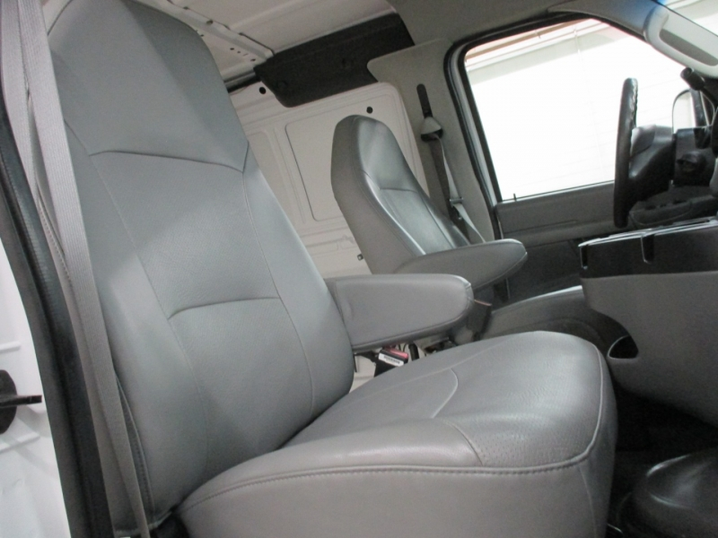 Ford Econoline Cargo Van 2006 price $12,950