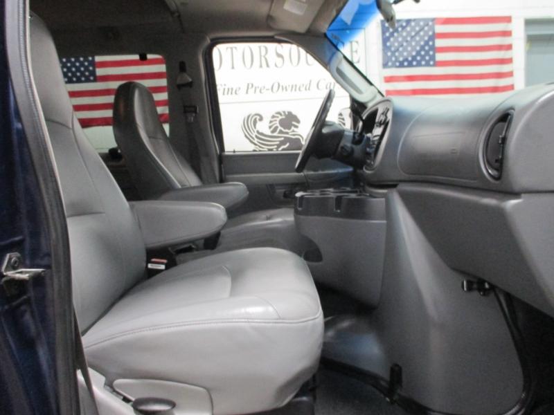 Ford Econoline Wagon 2006 price $8,950