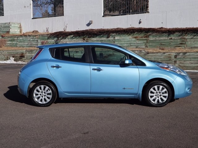 Nissan LEAF 2015 price $9,397
