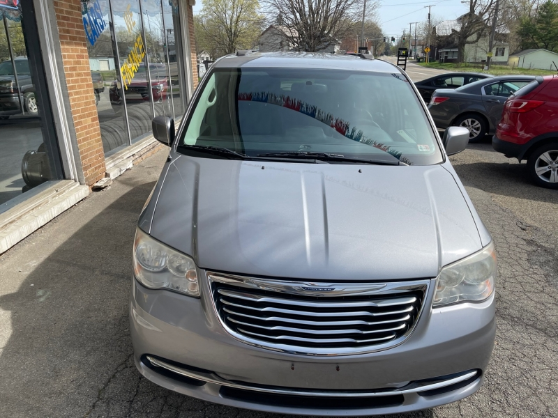 CHRYSLER TOWN & COUNTRY 2013 price $9,980