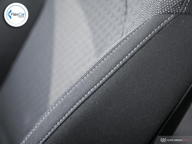 Kia Rondo 2017 price $12,888