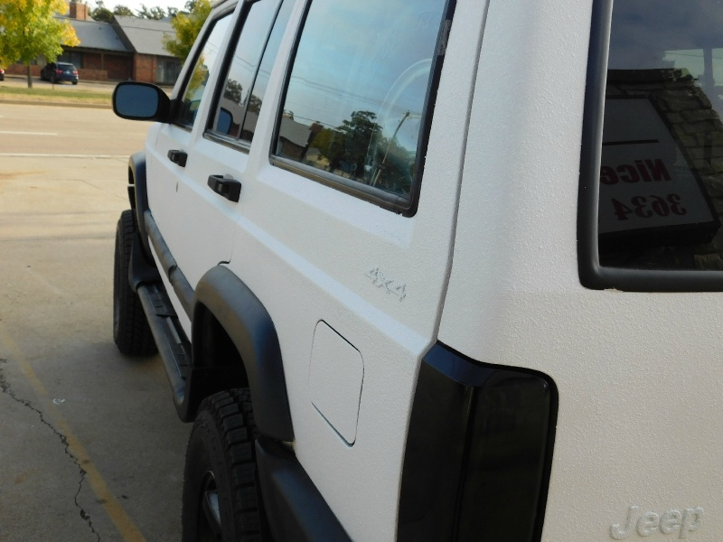 Jeep Cherokee 2000 price $8,999