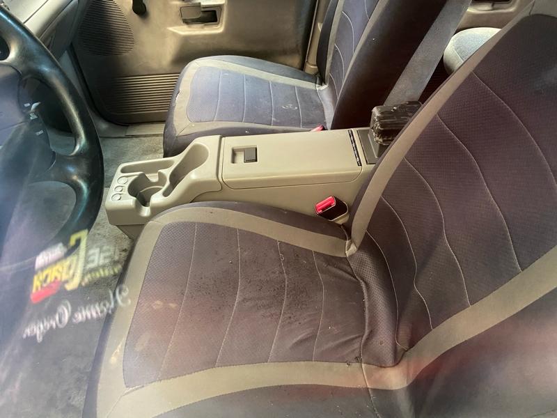 Ford Explorer 2000 price $2,499