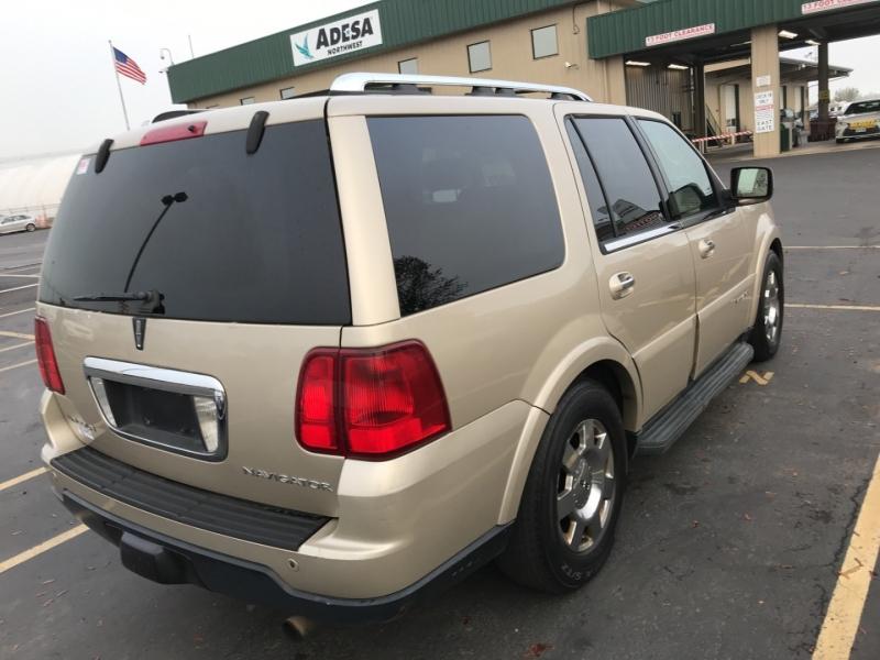 Lincoln Navigator 2006 price $6,999