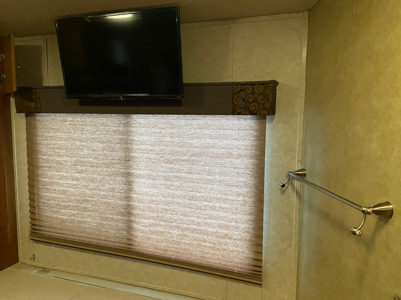 Itasca 39W King Bed 2008 price $74,999