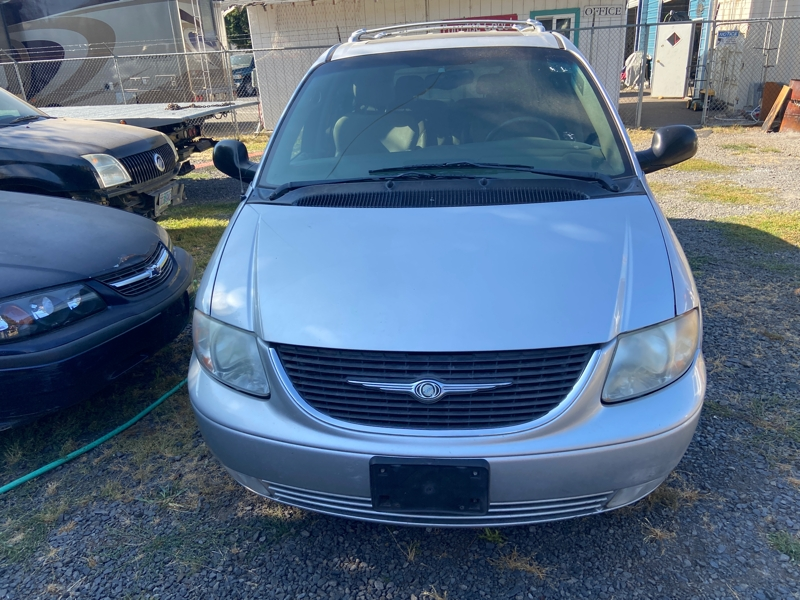 Chrysler Town & Country 2003 price $3,500