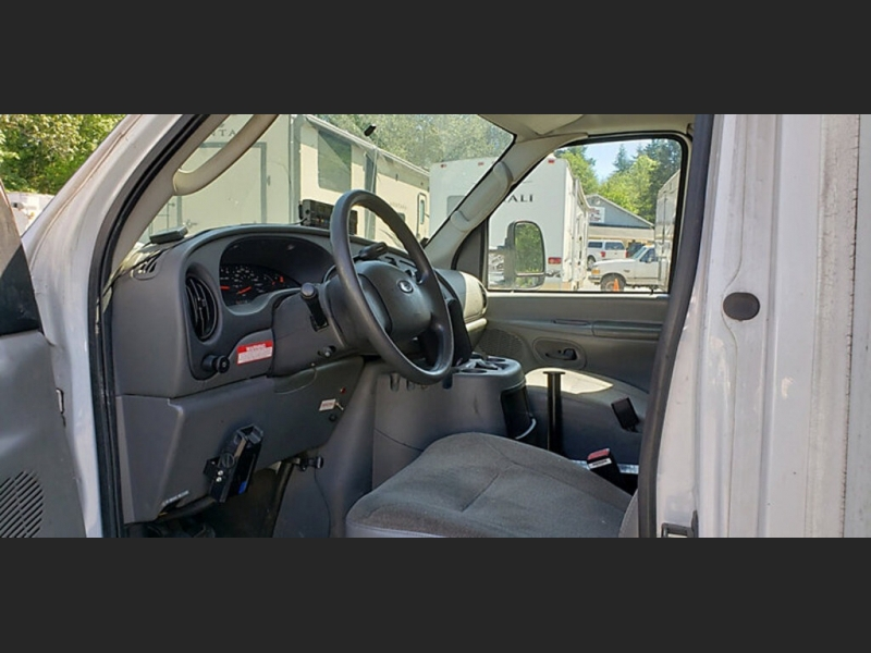 Ford Econoline Commercial Cutaway 2004 price $12,242