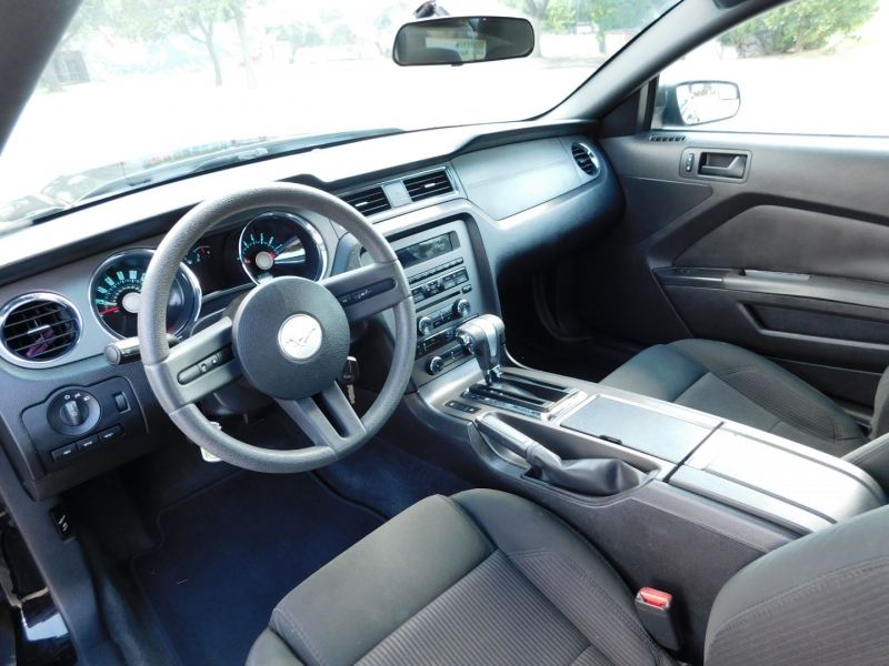 Ford Mustang 2011 price $10,450