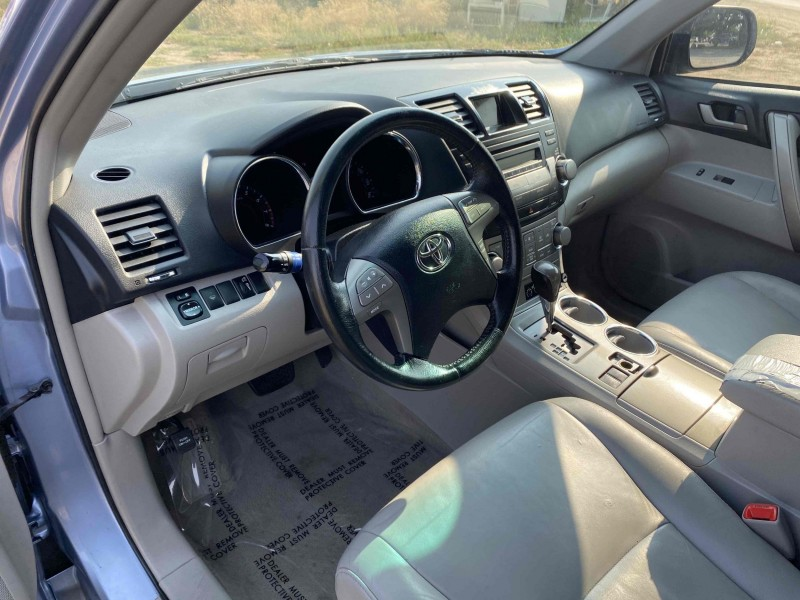 Toyota Highlander 2010 price $10,988
