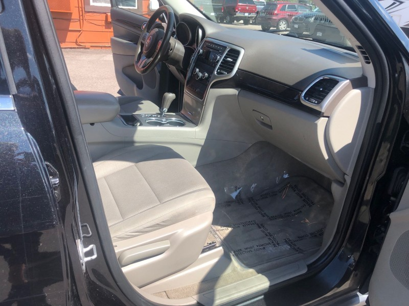 Jeep Grand Cherokee 2011 price $17,900