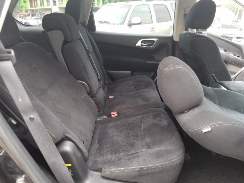 Nissan Pathfinder 2013 price $10,900