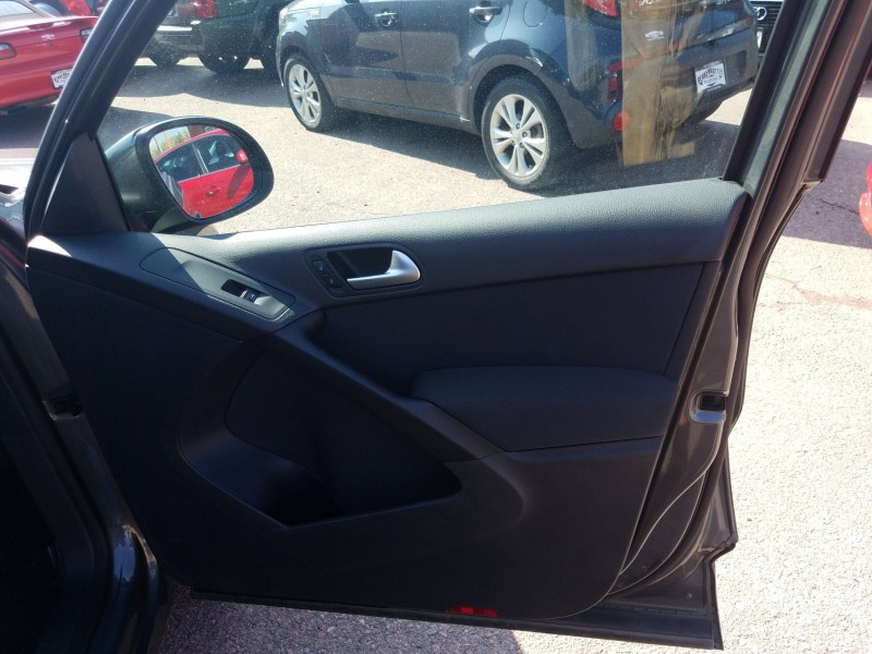 Volkswagen Tiguan 2013 price $10,900