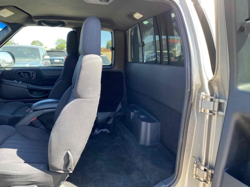 Chevrolet S-10 2003 price $8,600