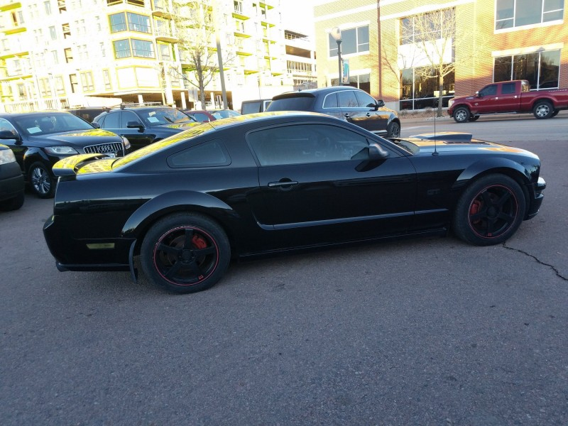 Ford Mustang 2006 price $11,900