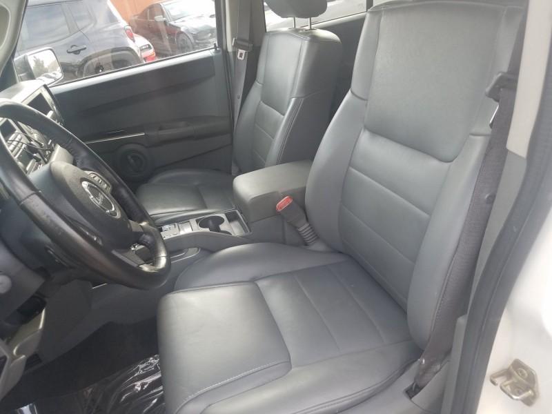 Jeep Commander 2007 price $8,995