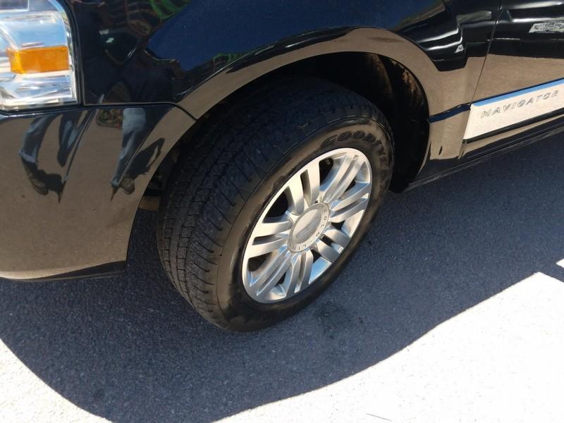 Lincoln Navigator L 2012 price $19,995