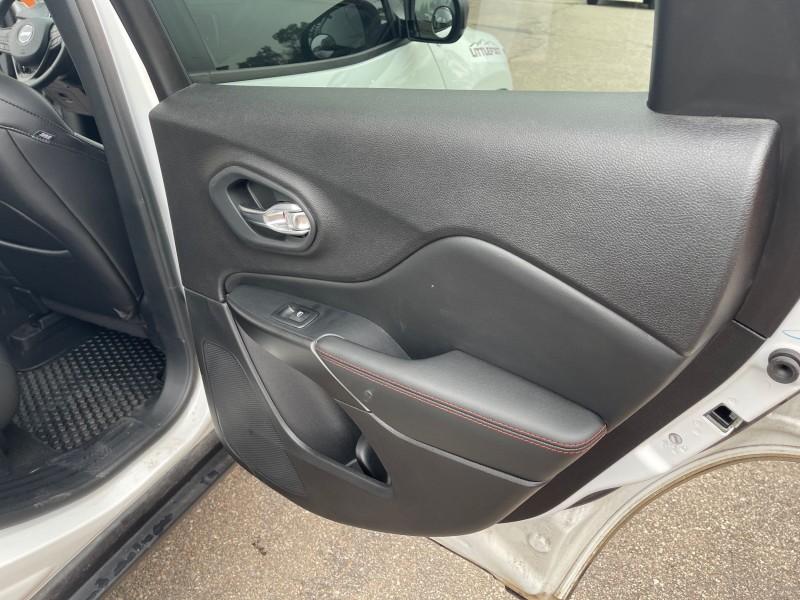 Jeep Cherokee 2021 price $38,995