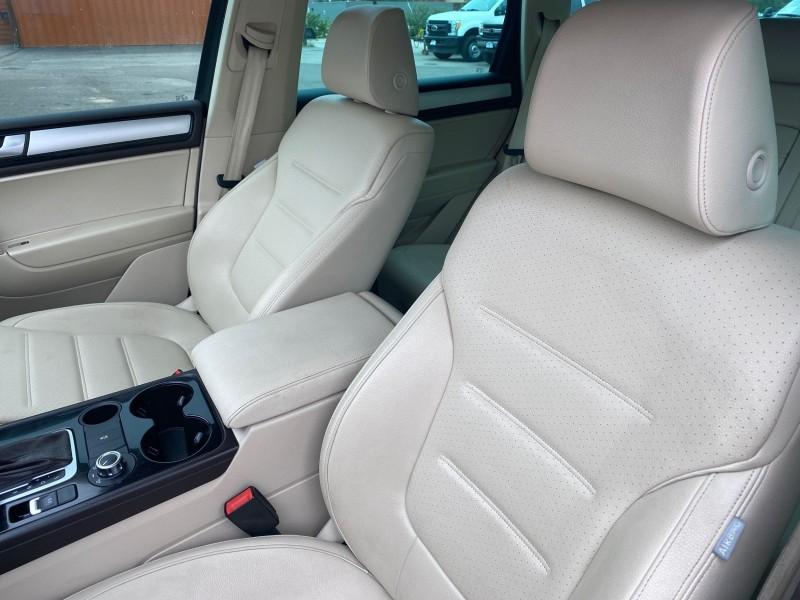 Volkswagen Touareg 2012 price $21,995