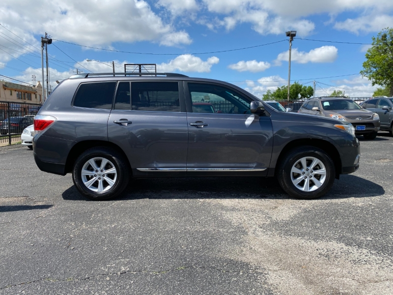 Toyota Highlander 2011 price CALL FOR PRICE