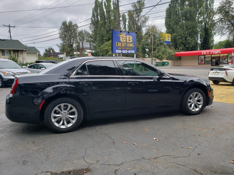 Chrysler 300 2018 price $19,971