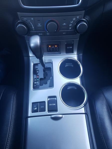 Toyota Highlander 2013 price $12,400