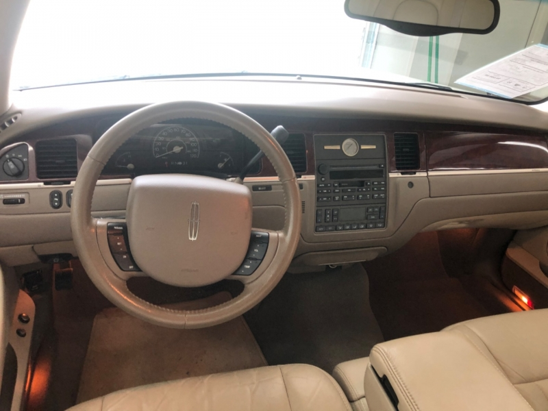 Lincoln Town Car 2005 price $6,500