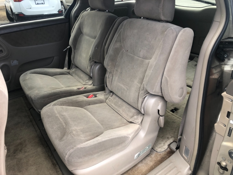 Toyota Sienna 2005 price $4,295