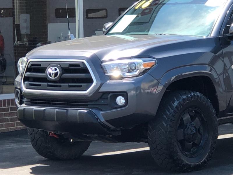 Toyota Tacoma 2016 price $30,595