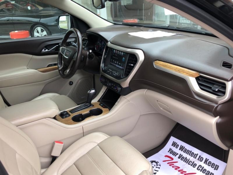 GMC Acadia 2017 price $32,695