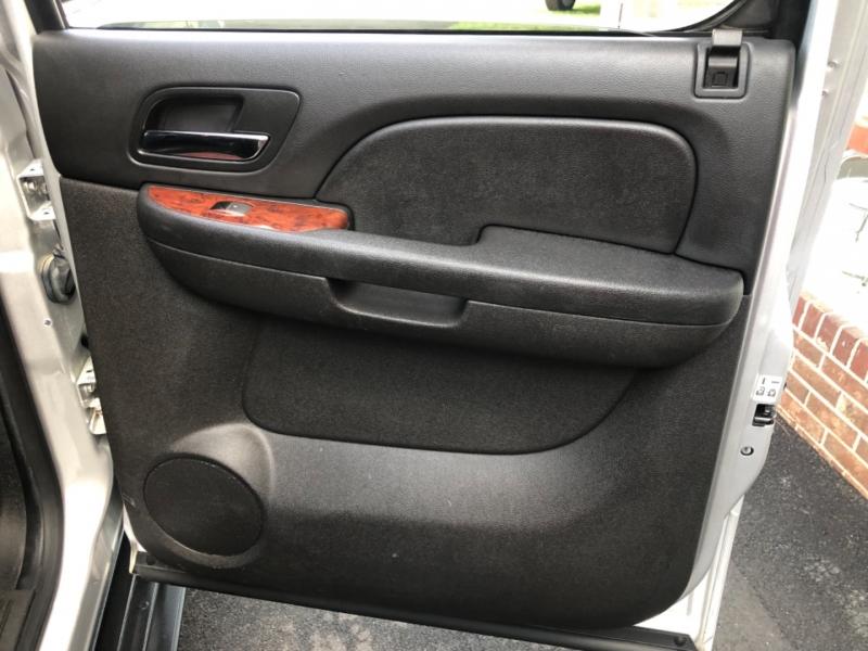 Chevrolet Suburban 2014 price $21,995