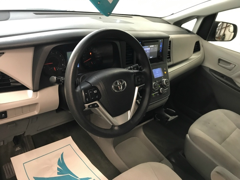 Toyota Sienna 2017 price $17,495
