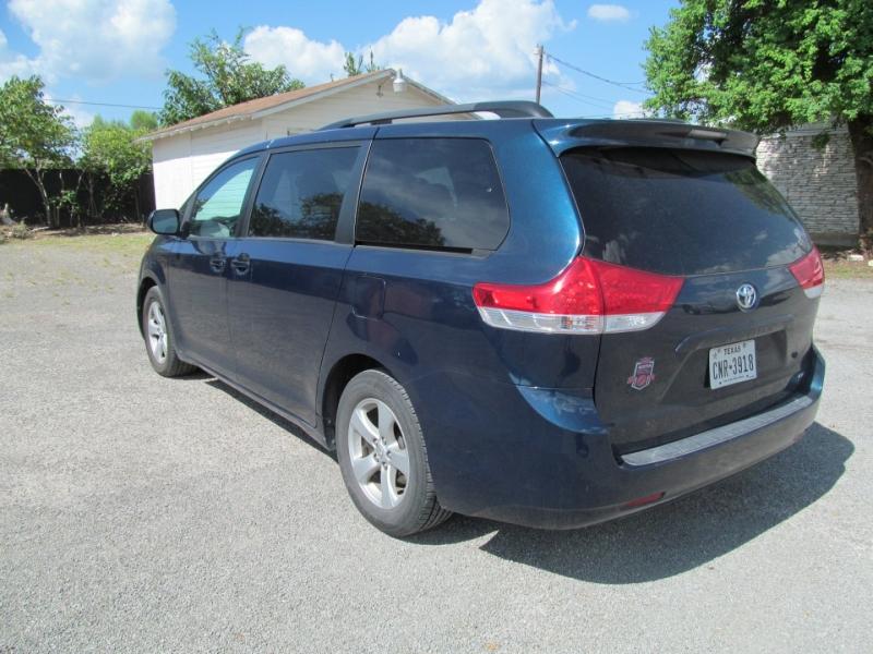Toyota Sienna 2011 price $11,995