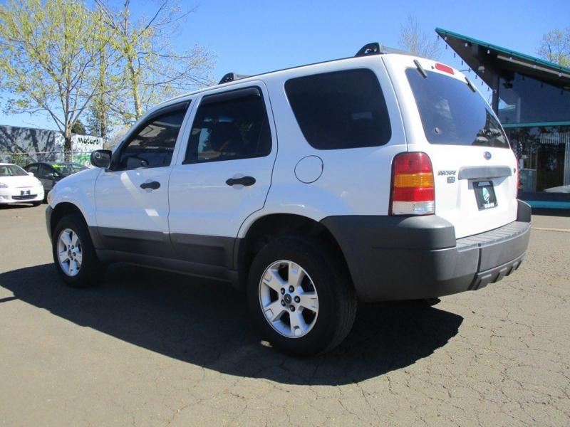 FORD ESCAPE 2005 price $3,400