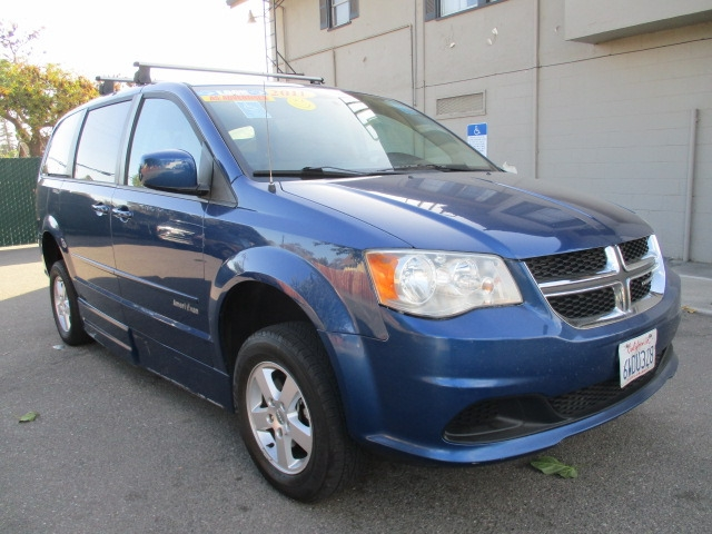 Dodge Grand Caravan 2011 price Call