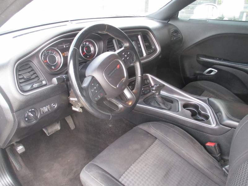 Dodge Challenger 2015 price $17,999