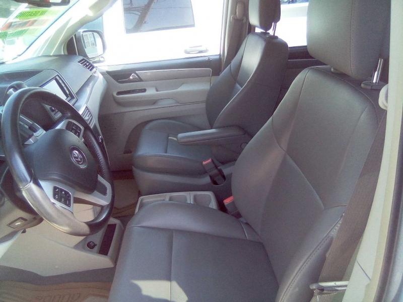 VOLKSWAGEN ROUTAN 2011 price $11,995